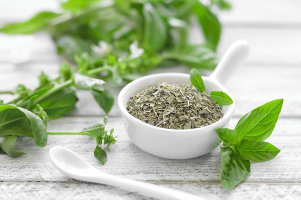 Dried Herbs or Fresh? When to Use
