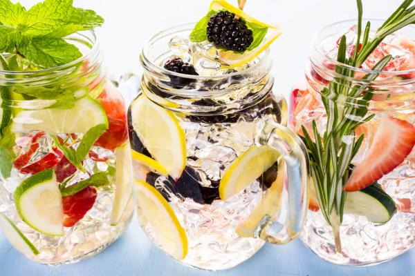 Learn What Herbs Make Great Additions To Summer Drinks